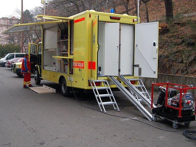 Zdravotnická záchranná služba dostala nový vůz, který má sloužit jako zázemí pro lékaře v situacích, kde potřebuje rychlou pomoc více lidí najednou, například při hromadných haváriích.