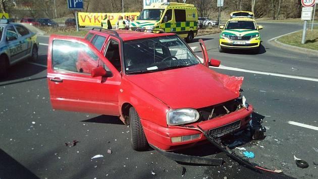 Nehoda na průtahu Karlovými Vary