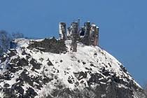Nedaleko Karlových Varů se v terénu k nebi tyčí Andělská hora. Dojet se k ní dá přes Karlovy Vary a následně směrem na Prahu.