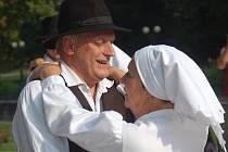 KARLOVARSKÝ FOLKLORNÍ festival představí řadu domácích i zahraničních souborů.