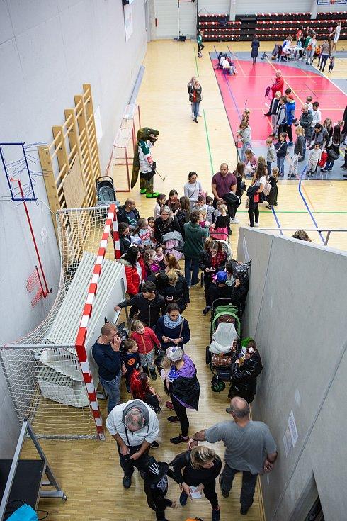 Již porduhé se v míčové hale karlovarské KV Arény konal sportovně zábavný Halloween.