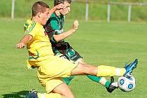 V přípravném duelu deklasovali sokolovští fotbalisté (v zeleném) tým karlovarských Buldoků 5:0.