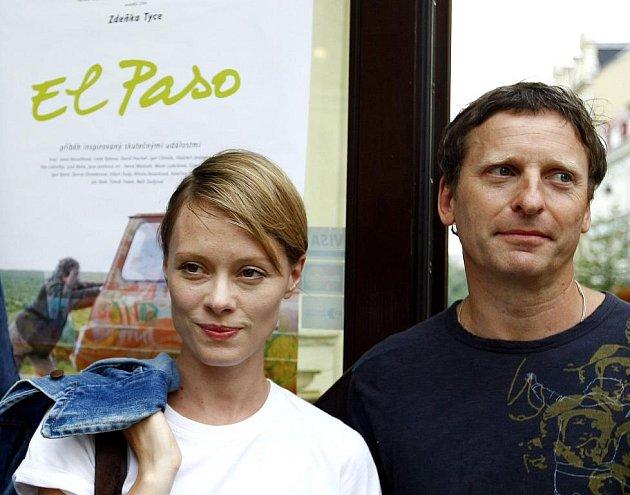 Představitele hlavních rolí filmu El Paso Linda Rybová a David Prachař na setkání s novináři na mezinárodním filmovém festivalu v Karlových Varech 6. července 2009.