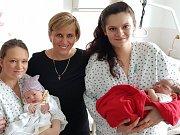 Hejtmanka Jana Vildumetzová při návštěvě maminek v karlovarské nemocnici.