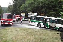 U Jáchymova začal za jízdy hořet autobus plný dětí