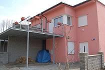 Dětský domov v Tašovicích. Soužití lidí ve vilové čtvrti s dětmi z dětského domova se vyhrocuje.