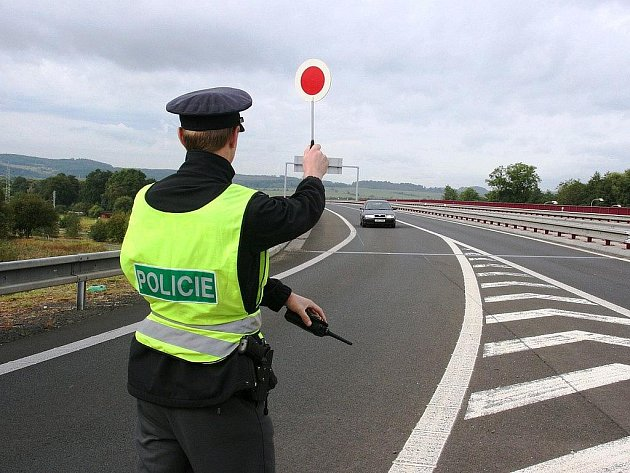 Posvítili si na řidiče. Policisté v rámci čtvrteční akce také měřili rychlost. Někteří šoféři si s předepsanou rychlostí hlavu nelámali. Rekordní překročení bylo o celých 50 kilometrů.