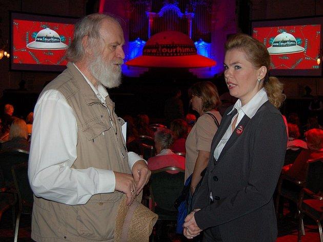 Tvůrce filmu k 650. výročí založení Karlových Varů Pavel Ries se v rámci zahájení Tourfilmu setkal s primátorkou města Veronikou Vlkovou.