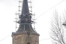 Hroznětínský kostel nápor větru přečkal bez větší úhony.