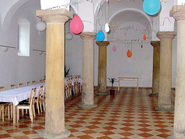 Zrekonstruovaný sál ve Spáleném Poříčí.