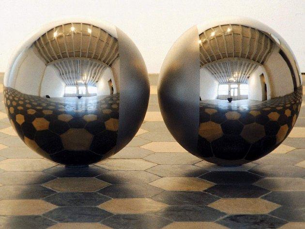 Galerie vystavuje pozoruhodné práce Vladimíra Škody.