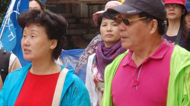 Především hosté z Asie zatím Karlovými Vary takříkajíc jen prolétnou a příliš dlouho se nezdrží.