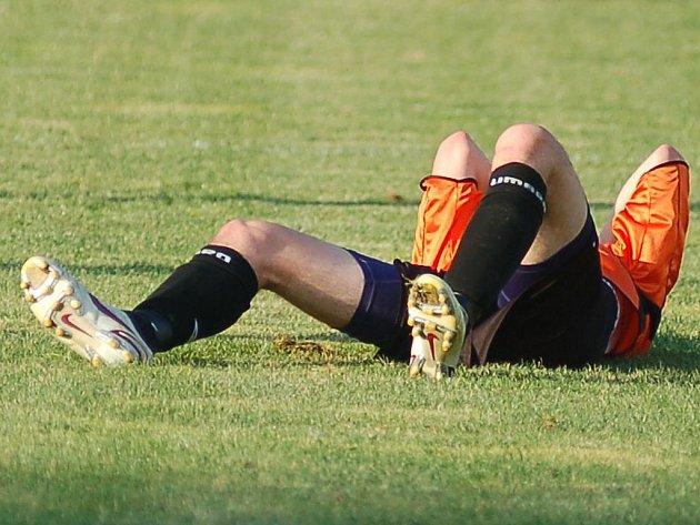 Zpátky na zemi jsou po skvělém vstupu do divizní soutěže fotbalisté Toužimi, kteří naposledy dostali za vyučenou v Jirnech, kde museli skousnout sedmibrankový příděl. Zvednou se?