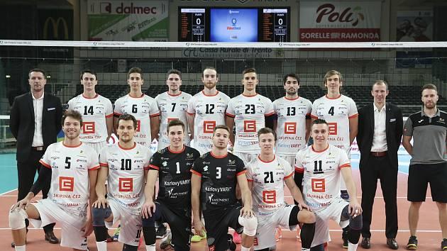 V úvodním duelu skupiny B v italském Trentu Karlovarsko nestačilo na německý velkoklub VfB Friedrichshafen, kterému podlehlo 1:3 na sety.