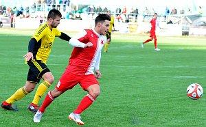 S první polovinou Fortuna ČFL se rozloučili hráči karlovarské Slavie na drahovické umělce nerozhodným výsledkem 1:1 s Ústím nad Orlicí.