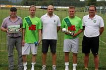 Čtyři sezony hájí barvy německého SV Wolfersgrün Jan Bílek (s pohárem), který se v současné době stále zotavuje ze zranění, přesto doufá ve svůj návrat na zelená kolbiště.