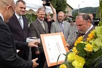 Vyhlašování vítězů soutěže Vesnice roku na Karlovarsku v roce 2010.