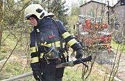 Požár továrny na lepenku napáchal škodu za 10 milionů. S rozsáhlým požárem jedné z výrobních hal bojovalo několik jednotek hasičů.