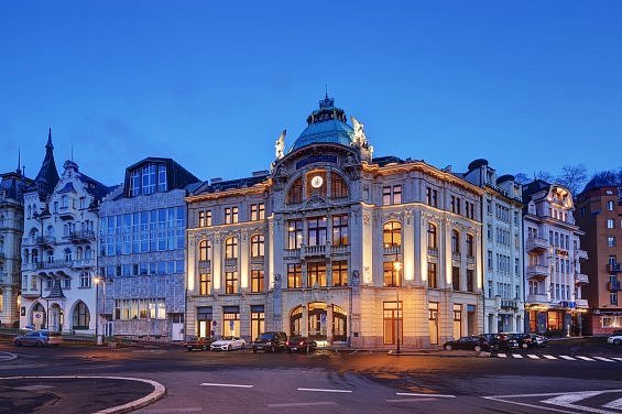 Odborníci vybrali za nejlepší stavbu kraje Sparkasse Karlovy Vary, budovu bývalé Spořitelny na Divadelním náměstí.