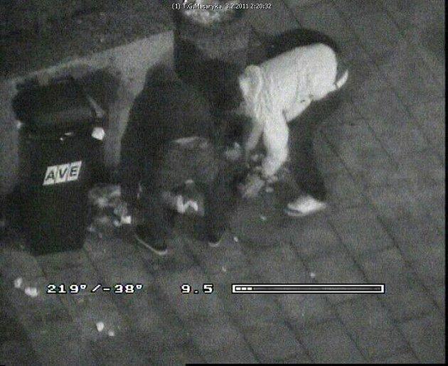 ÚKLID NEPOŘÁDKU byl vedle tisícikorunové pokuty součástí trestu pro dva mladíky, kteří dělali nepořádek na třídě T. G. Masaryka