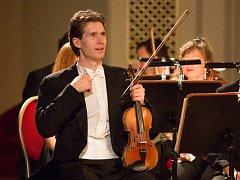 Koncert bez dirigenta si ohlídá Jakub Sedláček.
