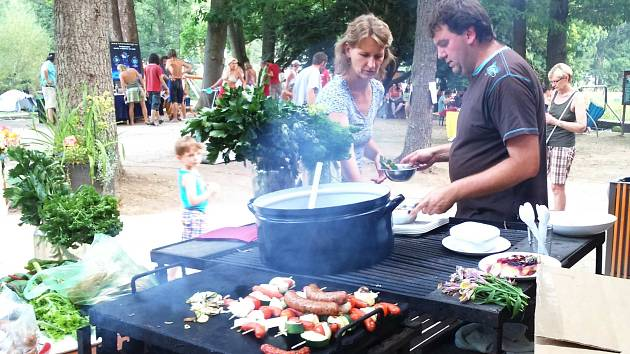 Festival v Bečovské botanické zahradě láká i na dobré jídlo.