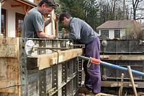 Ke snížení nezaměstnanosti vede i dřívější zahájení sezonních prací, třeba na stavbách