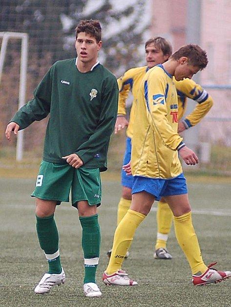 Jan Staněk (v zeleném) už okusil i dres hlavního týmu Buldoků v ČFL. Tentokrát však pomohl dorostu k výhře nad Rakovníkem.