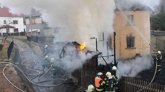 Požár domu ve Vodné.