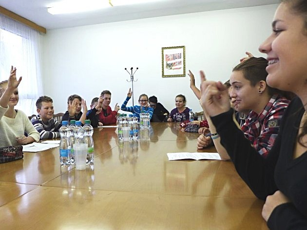 Poprvé v novém školním roce zasedl karlovarský Studentský parlament. Během prázdnin prošel částečnou generační obměnou.