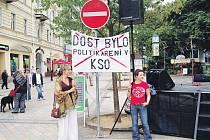 Situace v KSO rozlítila hudebníky i veřejnost. Ti společně před časem demonstrovali.
