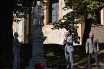 Odhalení restaurované sochy svatého Jana Nepomuckého v Andělské Hoře.
