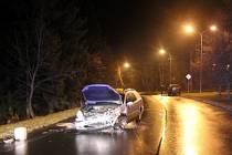 Policisté při kontrole vozidla nalezli lahve s alkoholem na místě spolujezdce
