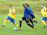 Fotbalisté Hranic  (ve žlutém) doma rozstříleli Kynžvart 6:0.