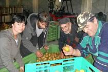 PRÁCI v Sociálním podniku Doupovské hory ve Valči našlo prozatím šest lidí ze sociálně znevýhodněných skupin.