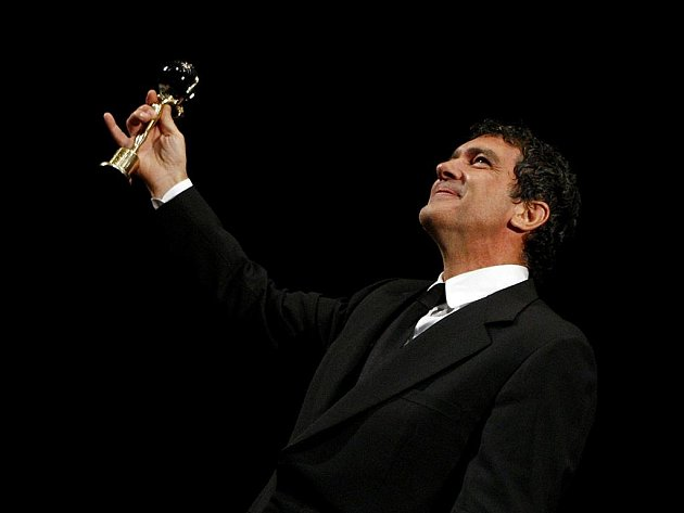 Španělský režisér a herec Antonio Banderas v pátek 10. července večer na 44. MFF uvedl svůj film Letní déšť a obdržel Cenu prezidenta festivalu.