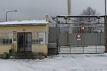 Vstupní brána vykmanovské věznice.
