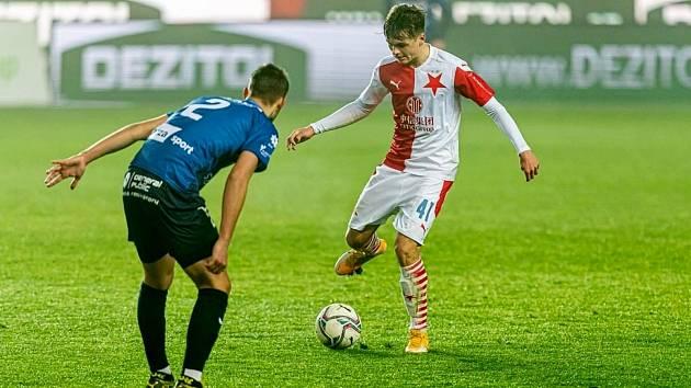 Nezapomenutelný zážitek si připsala v Edenu na účet karlovarská Slavia, která sice podlehla té pražské vysoko 3:10, přesto se prezentovala sympatickým bojovným výkonem.
