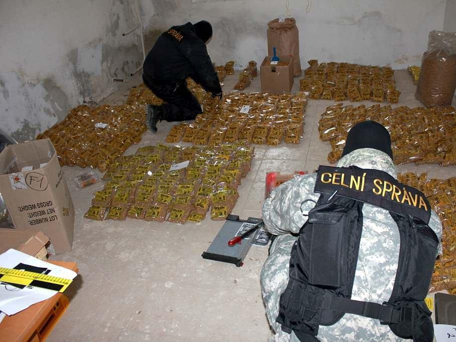 Celníci při akci Rolák zabavili 32 kilo tabáku