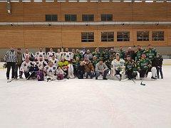 Karlovarská hokejová liga neregistrovaných hráčů zakončila rok 2017 exhibičním zápasem v hale KV Areny.
