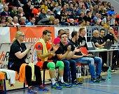 Volejbalisté Karlovarska (v černém) dosáhli v UNIQA extralize v souboji s Odolenou Vodou na čtvrtou výhru v řadě za sebou.