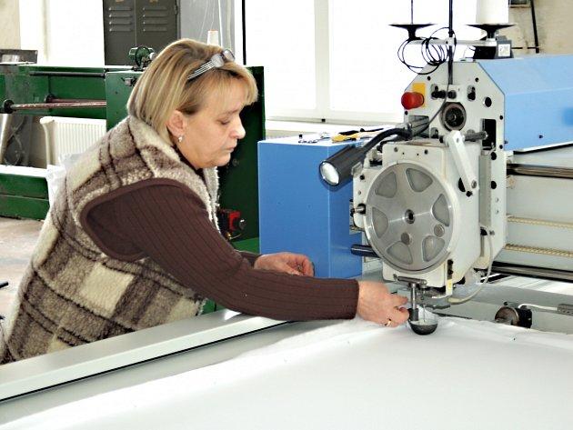 Kdysi proslulou textilku Quilt už připomínají jenom fotografie. Výroba tu skončila na sklonku loňského roku.