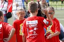 Barevný volejbalový turnaj dětí