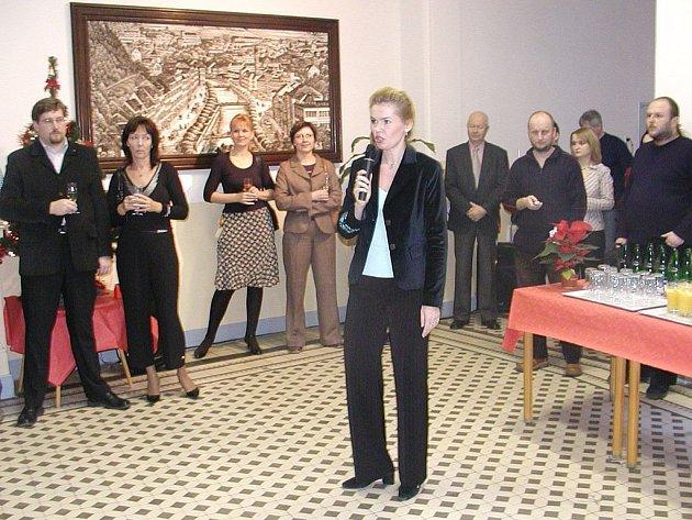 Když vysoká škola objekt na Palachově nábřeží přebírala, uspořádala k tomu oslavu, na které její zástupci představili chystané plány. Vystoupila na ní i exprimátorka Veronika Vlková.