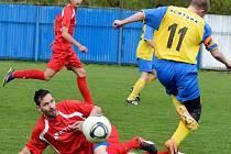 Krušnohorské derby ovládli v domácím prostředí fotbalisté Nejdku B (v červeném), když Nové Hamry pokořili vysoko 8:1.