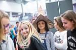 Již podruhé se v míčové hale karlovarské KV Arény konal sportovně zábavný Halloween. Více jak 1500 návštěvníků si během odpoledne mohlo vyzkoušet hokej, florbal, volejbal nebo basketbal. Připravena byla strašidelná ulička a některé další atrakce.