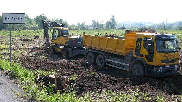 Nejdražší silniční stavbou bude letos zahájený obchvat Hroznětína.