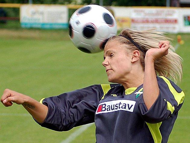 Generálku úspěšně zakončily fotbalistky karlovarského 1. FC. V neděli pokořily na domácí půdě jedenáctku Holoubkova, nováčka druhé ligy žen, pětibrankovým rozdílem.