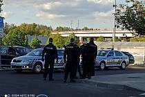 Na místo přijelo několik policejních posádek.