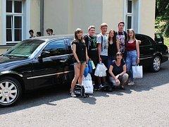 Úspěšný tým ze soutěže v logistické škole.